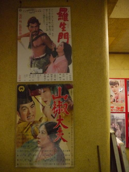 朝日座のロビーのポスター